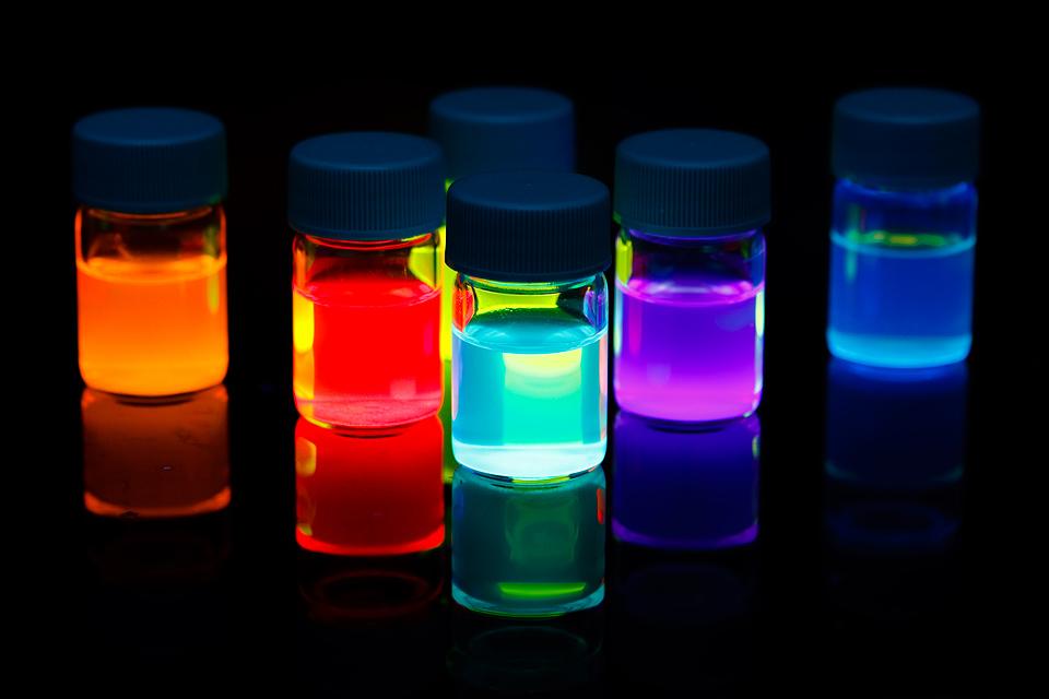 Как сделать фотолюминесцентной краской